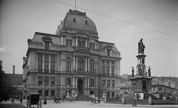 Providence_RI_City_Hall_and_Soldiers'_&_Sailors'_Monument_(cropped)