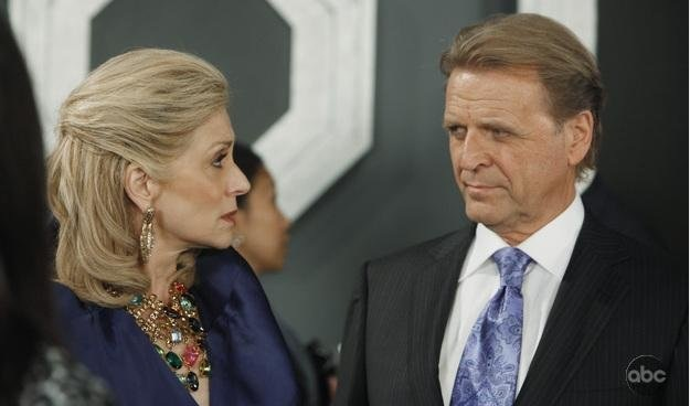 Still of Judith Light and David Rasche in Ugly Betty