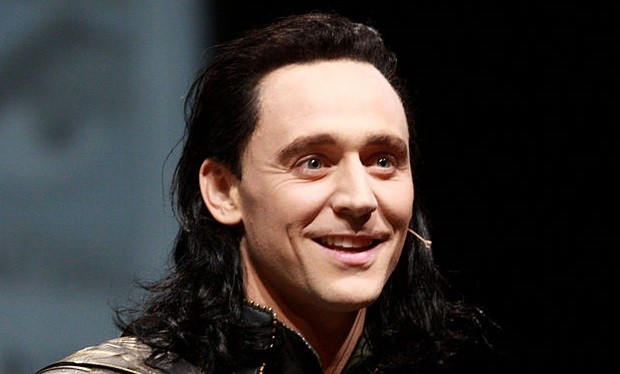 Tom Hiddleston Manages His Way into James Bond Discussion
