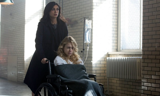 Still of Morena Baccarin and Kristen Hager in Gotham
