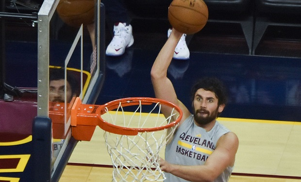 Kevin_Love_warmup_2015