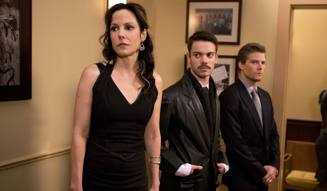 Mary-Louise Parker, Alexander Gould, and Hunter Parrish in Weeds