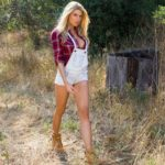 Joe-dirt-2-charlotte-mckinney