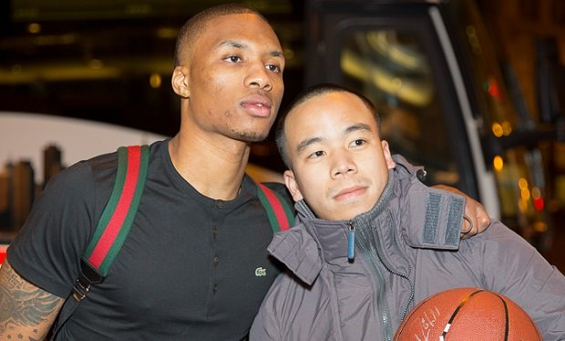 damian_lillard_with_a_fan