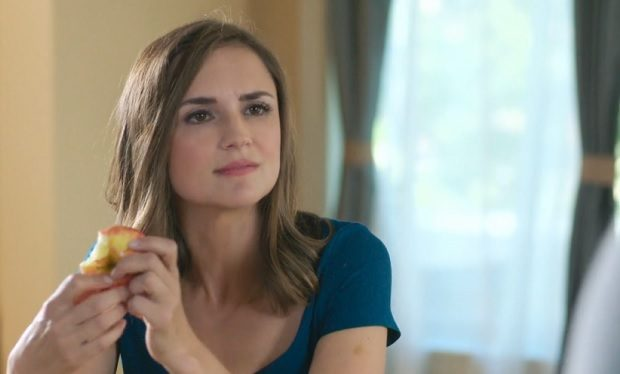 Rachael Leigh Cook autumn-in-the-vineyard-hallmark