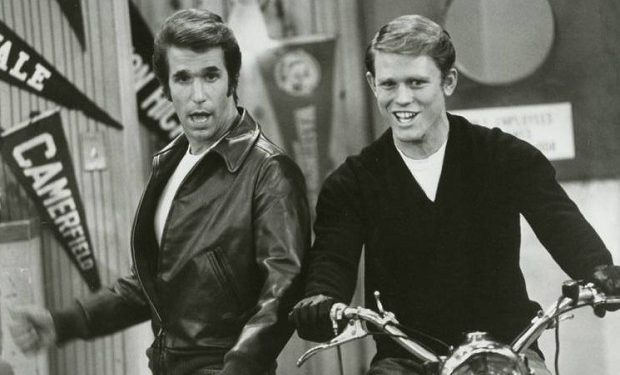 Henry Winkler, Ron Howard, Happy Days (ABC), public domain, 1977