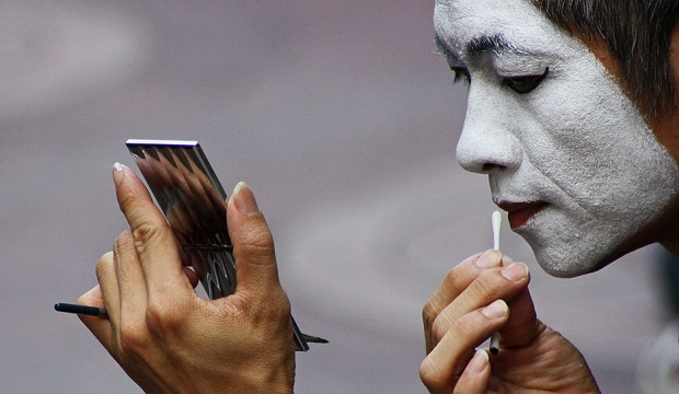 mime-getting-ready