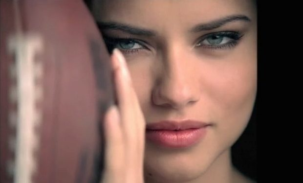 Adriana 2008 Victoria's Secret super bowl ad