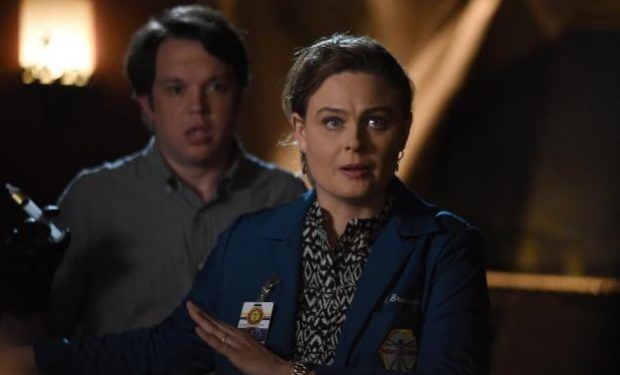 bones Eric Millegan, Emily Deschanel, Ray Mickshaw/FOX
