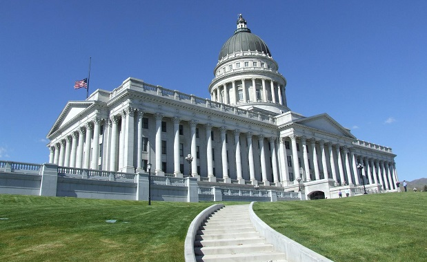 By Robert Cutts from Bristol, England, UK (0804 The Capitol Building in Salt Lake City) [CC BY 2.0 (http://creativecommons.org/licenses/by/2.0)], via Wikimedia Commons