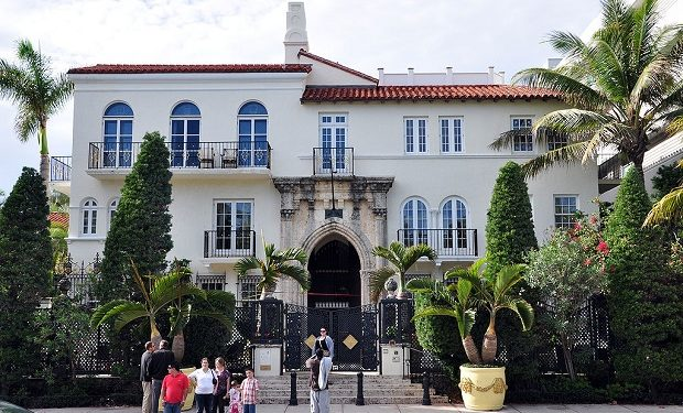 Gianni versace murderer andrew cunanan had i q of 147 for Versace mansion miami tour