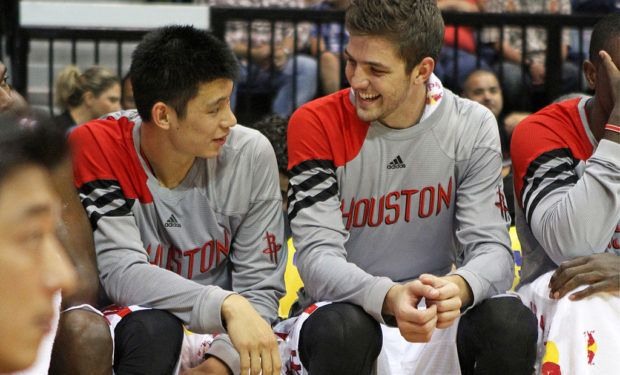 Jeremy_Lin_and_Chandler_Parsons, Ndoye clients