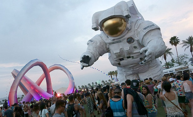Coachella_2014_Lightweaver_and_Escape_Velocity