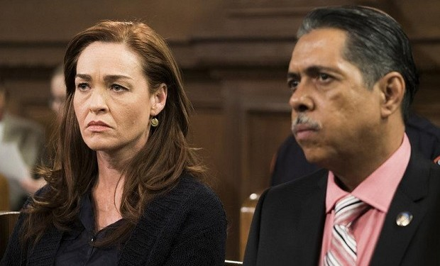 Karina Logue as Lisa Munson, Ramón Franco as Tony Rodriguez -- (Photo by: Michael Parmelee/NBC)