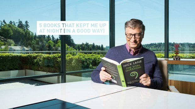 Bill Gates reading Photo gatesnotes.com