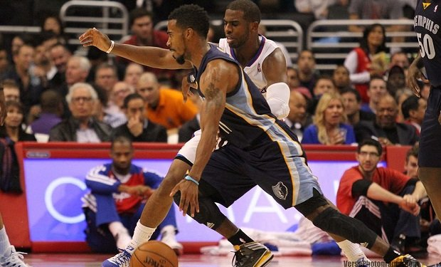 Mike_Conley_driving_past_Chris_Paul_20131118_Clippers_v_Grizzles