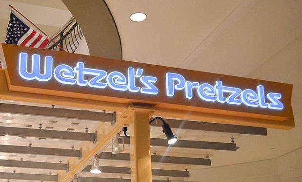 Wetzel's_Pretzels_-_Tysons_Corner_Mall_(6923513884)