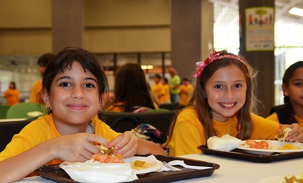 summer_kids_eat_lunch_-_flickr_-_usdagov