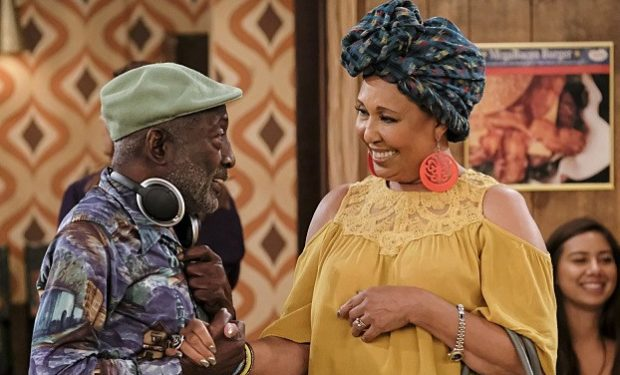 Garrett Morris, Thelma Hopkins, 2-broke-girls-cbs-morris