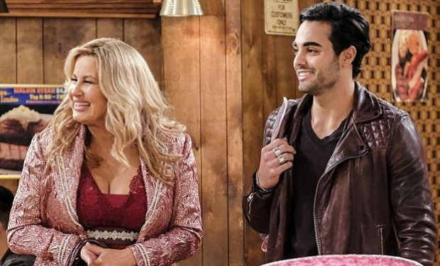 2-broke-girls-manny Jennifer Coolidge, Julien Marlon CBS