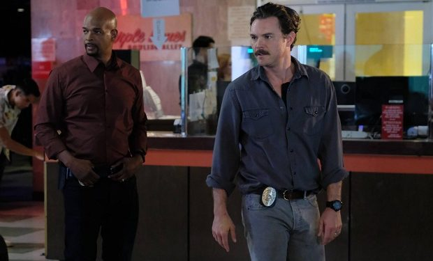 "Pictured L-R: Damon Wayans and Clayne Crawford in the ""Lawmen"" episode of LETHAL WEAPON airing Wednesday, Jan. 11 (8:00-9:00 PM ET/PT) on FOX. ©2016 Fox Broadcasting Co. CR: Darren Michaels/FOX"