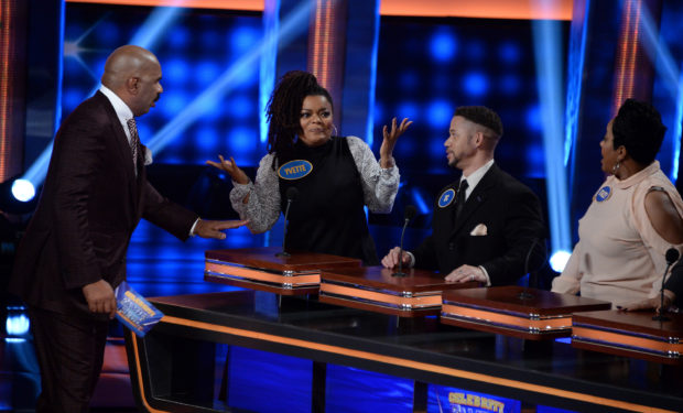 Yvette Nicole Brown Celeb Fam Feud ABC