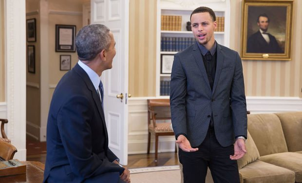 Stephen_Curry_meets_with_President_Barack_Obama_in_the_Oval_Office,_2015-02-25