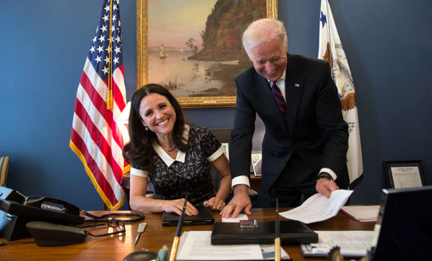 Vice_President_Joe_Biden_jokes_with_Julia_Louis-Dreyfus