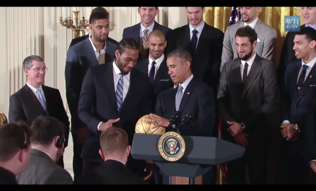 Kawhi_Leonard_presents_ball_to_President_Obama_3_2015-01-12