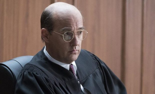Pictured: Anthony Edwards as Judge Stanley Weisberg -- (Photo by: Justin Lubin/NBC)