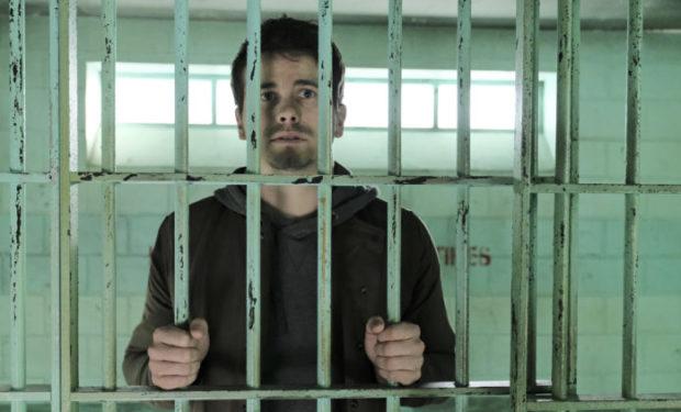 Jason Ritter as Kevin