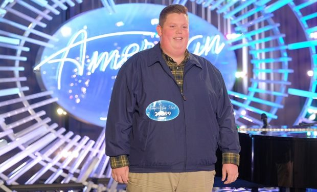 Katy Perry suffers wardrobe malfunction on American Idol set