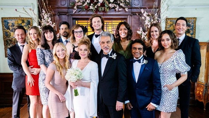 Kirsten Vangsness Wedding Photos.Criminal Minds Singer Johnny Mathis 83 Performs At Rossi S Wedding