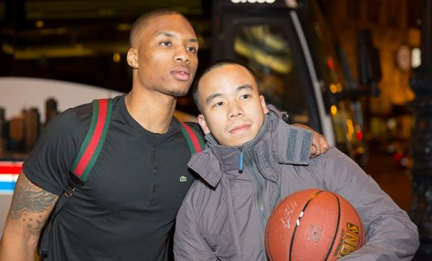 Damian_Lillard a fan favorite with a fan hugs his son in video below