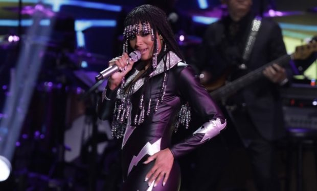 fantasia in leopard suit flirts with �my guy� at motown party