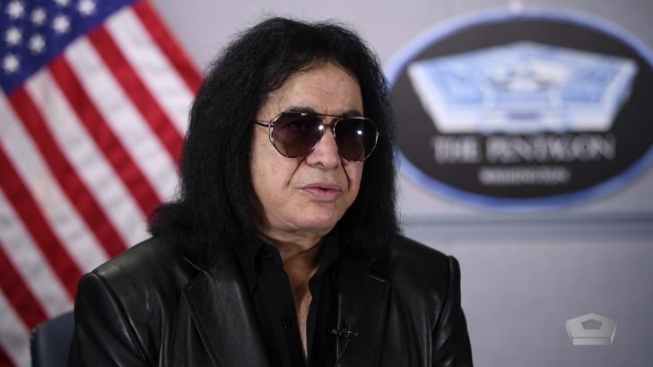 Gene Simmons' Ex-Playboy Model Wife Wears White Pants to White House