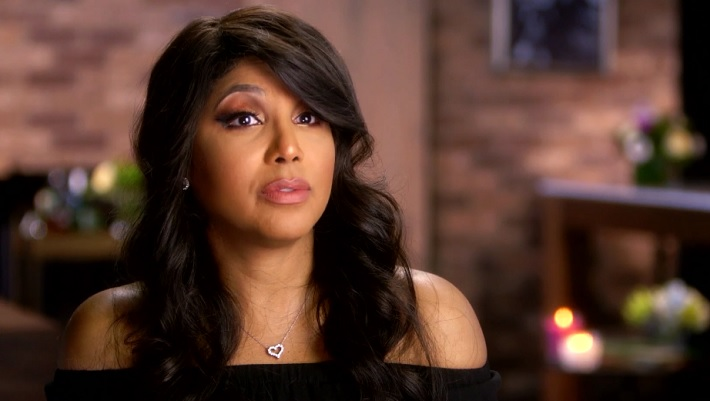 Toni Braxton Goes Without Makeup Watches Law Order In Home Video