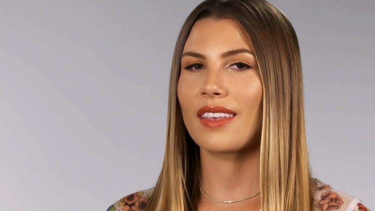 Kurt Busch's Hot Young Wife Gives Gorgeous Bikini Backside Sneak Peek