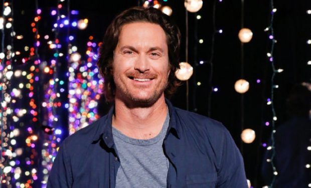 "HOLLYWOOD GAME NIGHT -- ""Whatcha Hough To?"" Episode 607 -- Pictured: Oliver Hudson -- (Photo by: Vivian Zink/NBC)"