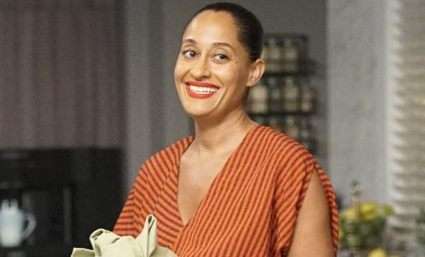 """BLACK-ISH - """"Pops the Question"""" - Summer was a season of change for the Johnsons. The twins are headed into eighth grade, and Junior is out on his own managing social media for Migos. Meanwhile, Pops reveals that he is getting married on the season premiere of """"black-ish,"""" airing TUESDAY, SEPT. 24 (9:30-10:00 p.m. EDT), on ABC. (ABC/Kelsey McNeal) ANTHONY ANDERSON, TRACEE ELLIS ROSS"""