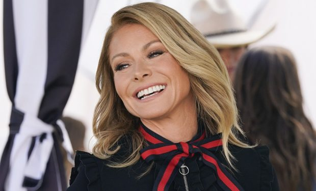"AMERICAN HOUSEWIFE - ""Bed, Bath & Beyond Our Means"" - Katie's life is turned upside down when her notoriously elusive boss, Whitney (Kelly Ripa), pops into town and promotes Katie to VP of Events. Meanwhile, a colleague's death pushes Greg towards an existential crisis on an all-new ""American Housewife,"" FRIDAY, OCT. 4 (8:00-8:30 p.m. EDT), on ABC. (ABC/Mitch Haaseth) KELLY RIPA"