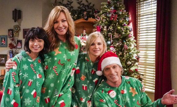 """""""Higgledy-Piggledy and a Cat Show"""" -- Bonnie is forced to relive painful Christmas memories when Christy recounts tales from her childhood to Bonnie's sponsee, Patty (Kate Micucci), on MOM, Thursday, Dec. 12 (9:01-9:30 PM, ET/PT) on the CBS Television Network. Pictured (L-R): Kate Micucci as Patty, Allison Janney as Bonnie, Anna Faris as Christy, and William Fichtner as Adam Photo: Robert Voets/2019 Warner Bros. Entertainment Inc. All Rights Reserved."""