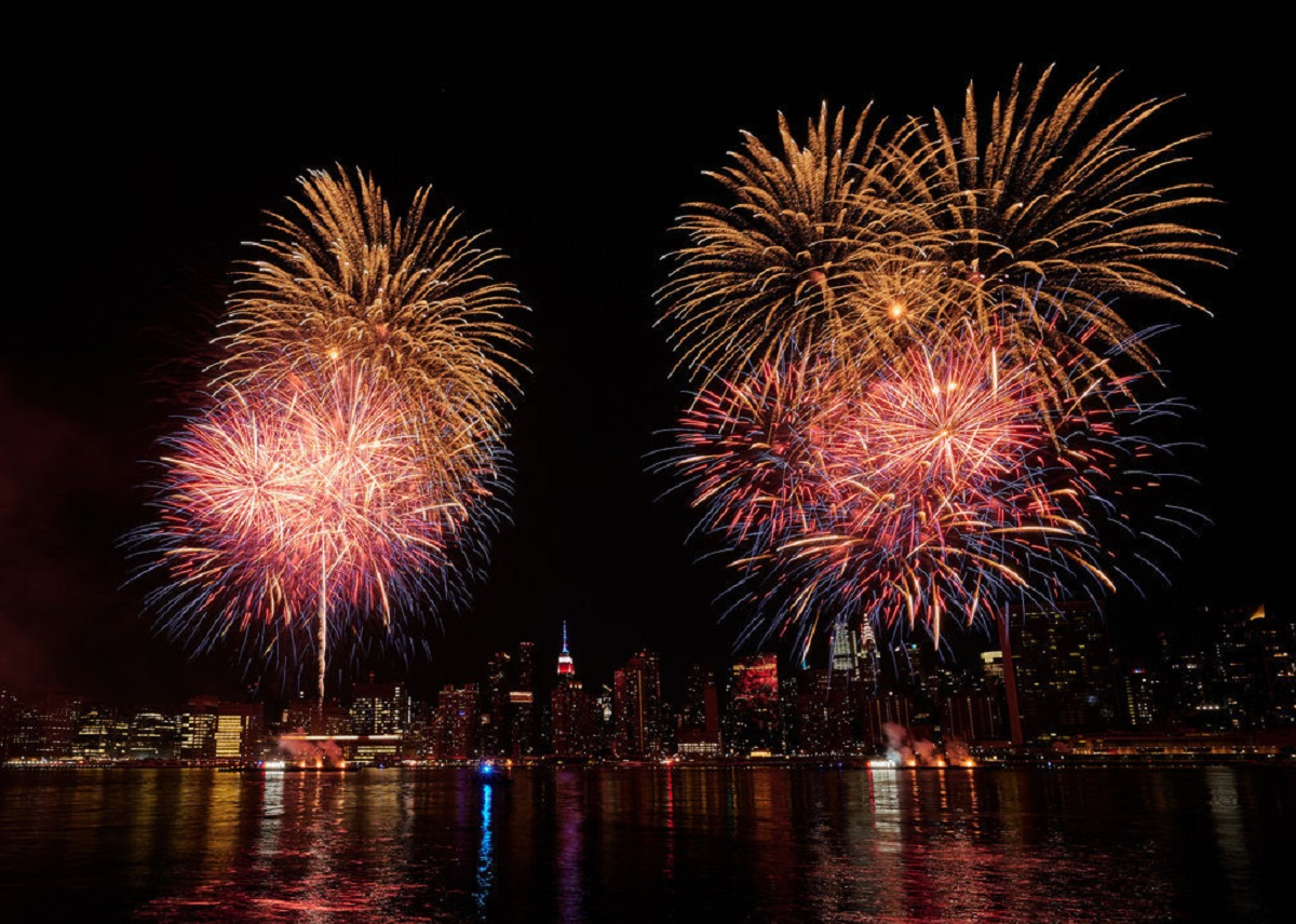 Who Is Singing Surgeon Dr. Elvis at Macy's 4th of July Fireworks Show?