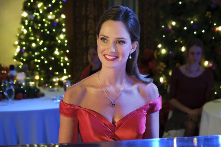 Who Is Famous Pianist Margot In 'Chateau Christmas' Hallmark Movie?