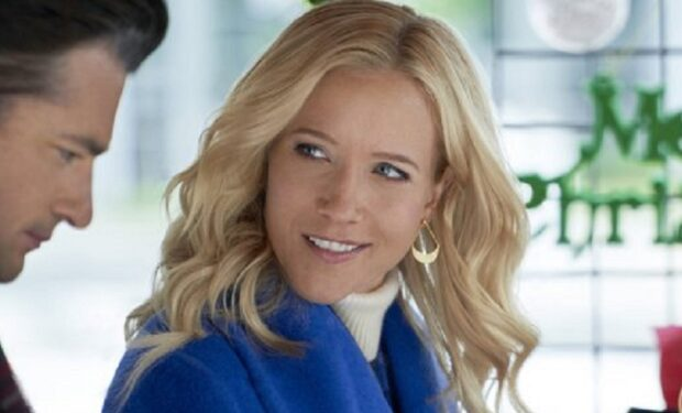 Jessy Schram in 'A Nashville Christmas Carol' (Hallmark/Crown Media)