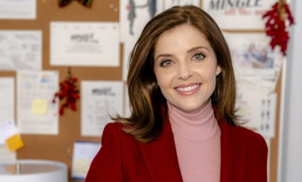 Jen Lilley in Mingle All the Way (Hallmark/Crown Media)