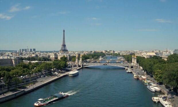Paris Wine & Romance (Hallmark(
